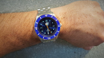 phoibos-wave-master-py010b-wrist.jpg